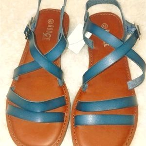 On-Trend Two Band & Crisscrossed Stap Sandals